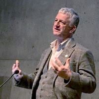 Mynd af Frank Rennie, prófessor frá University of the Highlands and Islands, með erindi á Íslandi um gæði stafrænnar menntunar
